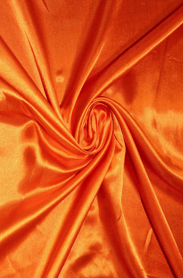 Скатерть оранжевый атлас круглая