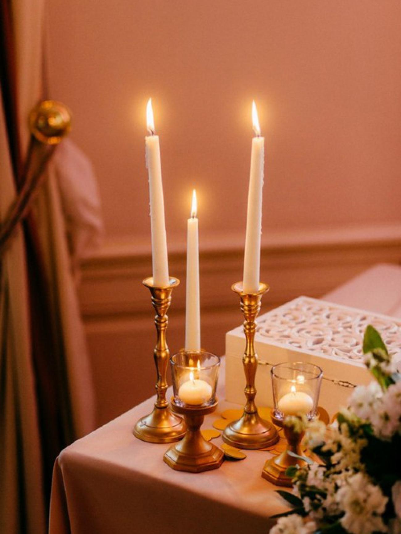 Подсвечник под тонкую свечу золото
