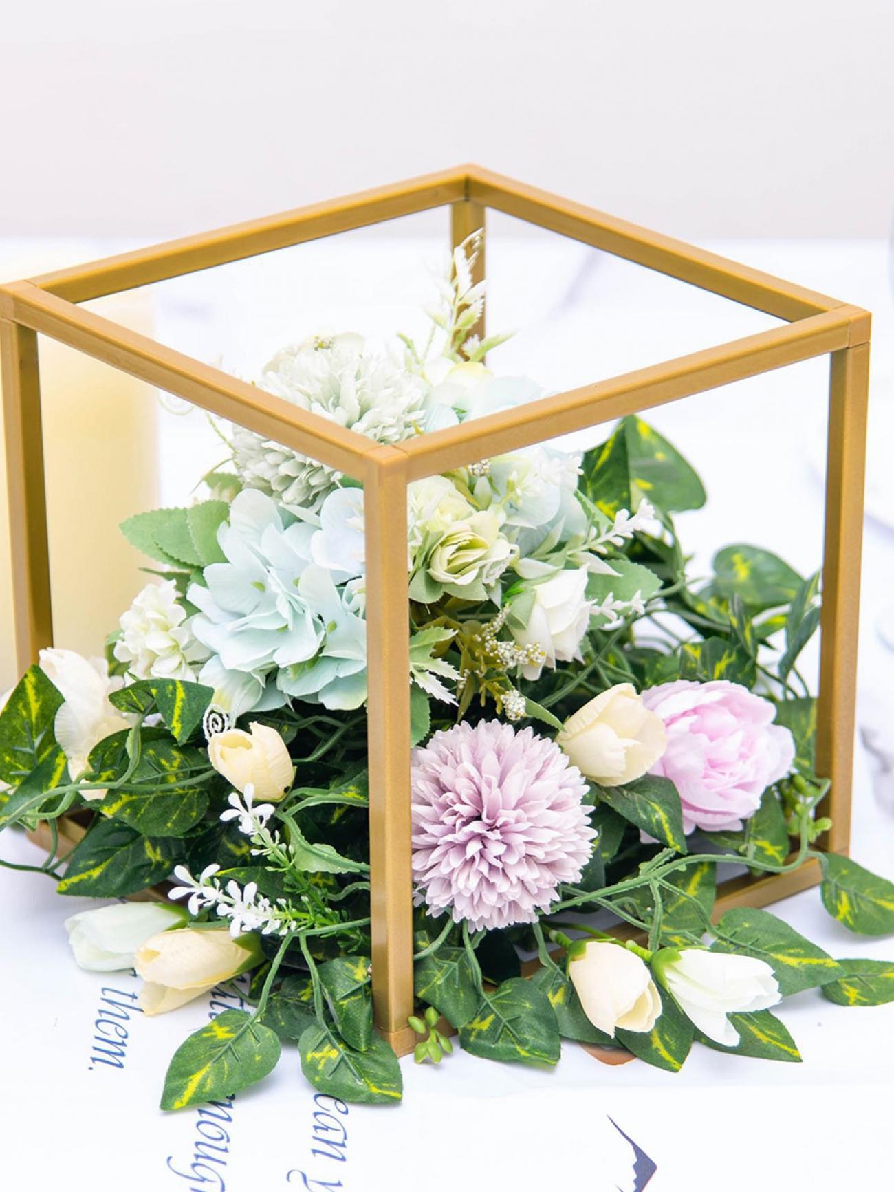 Стойка под цветы кубическая