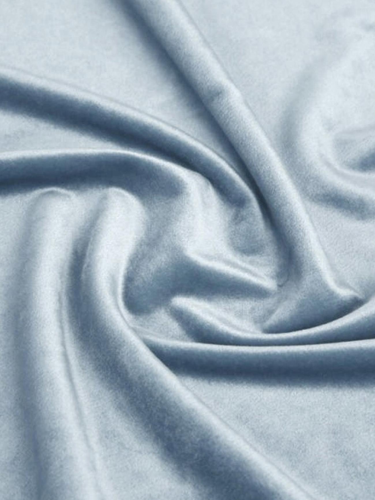 Скатерть голубая бархатная круглая