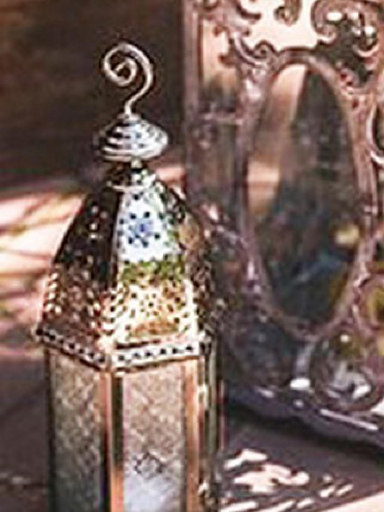 Фонарь с ажурным стеклом